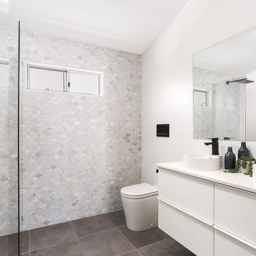 Master bathroom with Carrara fish scale feature tiles